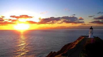 Sonnenuntergang und Leuchtturm am Kap Reinga foto