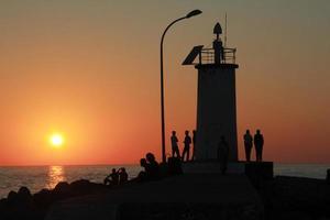 Leuchtturm und Sonnenuntergang foto