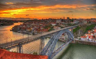 porto mit dom luis brücke - portugal
