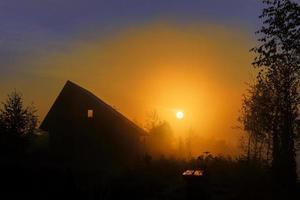 Morgendämmerung im Dorf