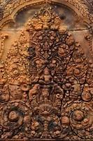Skulptur auf Giebel von Banteay Srei foto