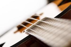 kleine hawaiianische viersaitige Ukulelengitarre foto