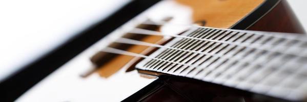 kleine hawaiianische viersaitige Ukulelengitarre