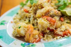 gebratener Reis mit Garnelen foto