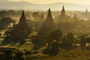 Sonnenstrahl auf Bagan foto