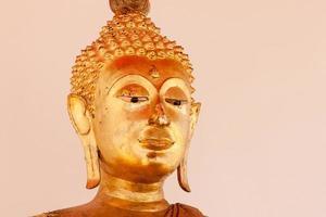 Schrägwinkel der Buddha-Statue foto