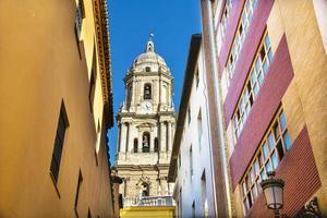 Malaga Kathedrale von der Gasse
