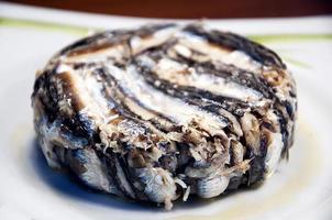 Sardellen mit Reis (zubereiteter Fisch) foto
