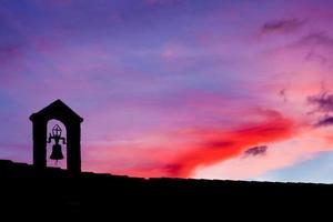 Silhouette des alten Glockenturms