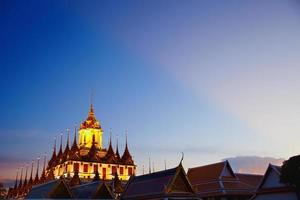 Wat Ratcha Natdaram Worawihan unter dem Himmel