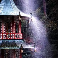 Pagode und Brunnen, Großbritannien. foto