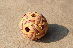 Rattan Ball Ball bei Tageslicht foto