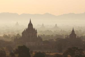 schöner Morgen in Bagan foto
