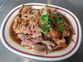 Thai geschmortes Schweinebein. foto