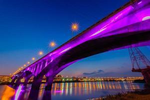 schöne Brücke in Taipeh foto