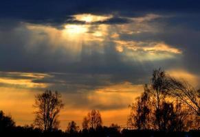 Sonnenuntergang und Aufstieg foto