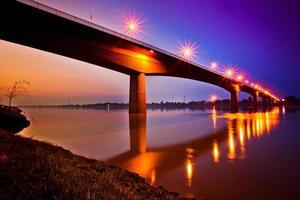 freundschaftsbrücke thailand - laos foto