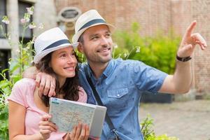 junges Paar von Touristen, die Stadt besuchen