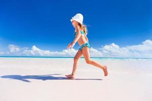 kleines Mädchen im Urlaub foto