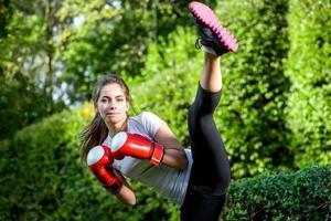 junge Sportlerin im Park foto