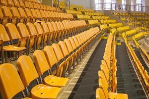 Sitzplätze im Stadion foto