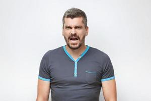 Konzept für emotionalen Mann mit Bart foto