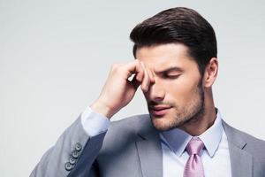 Porträt eines nachdenklichen Geschäftsmannes foto