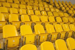 gelber Sitz im Stadion foto
