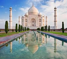 Taj Mahal im Sonnenaufgang Licht. foto