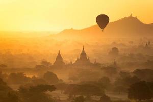 Ballon über Bagan foto
