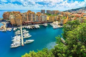 Luxushafen und farbenfrohe Gebäude, Monte Carlo, Monaco, Europa foto
