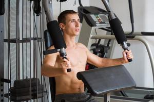 Mann in einem Sportsimulator foto