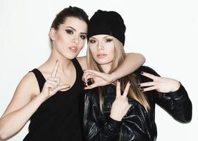 zwei junge Freundinnen