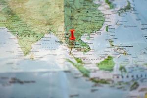 roter Stift auf der Karte foto