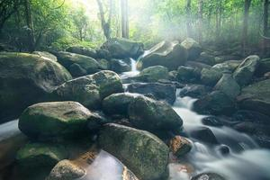 klong pla kang wasserfall in thailand foto