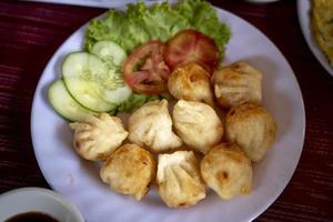 gebratene Knödel mit Gemüse