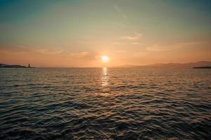 Sonnenuntergang über Wasser foto
