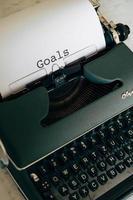 grüne Schreibmaschine mit Worten