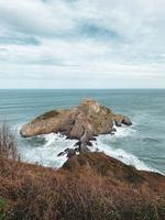 Antenne der Insel Gaztelugatxe foto