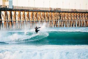 Surfen am Meer, ca. foto