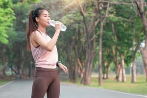 Porträt der jungen südostasiatischen Sportlerin