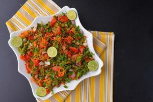 frischer Salat mit Gemüse foto