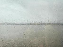 Wassertropfen auf Glas foto