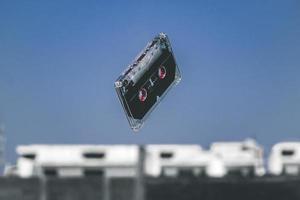 schwarze Kassette in der Luft foto
