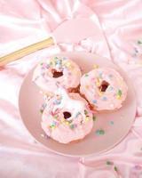 Donuts auf einem Teller foto