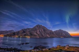 Nordlichter und arktischer Sonnenaufgang foto