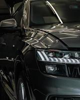 Seitenansicht der Vorderseite des Autos
