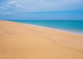 Landschaft des Sandstrandes foto