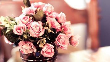 Nahaufnahme des rosa Blumenarrangements