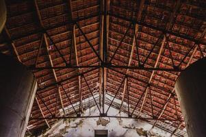 Flachwinkelansicht des Daches foto